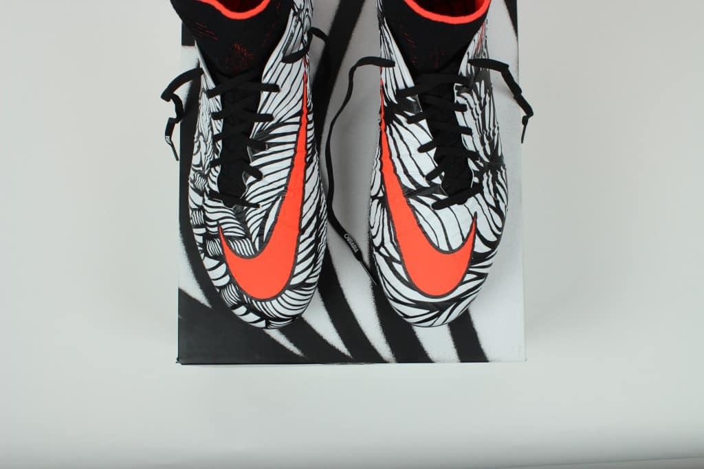 chaussure-football-edition-limitee-nike-hypervenom-neymar-ousadia-alegria-2-min