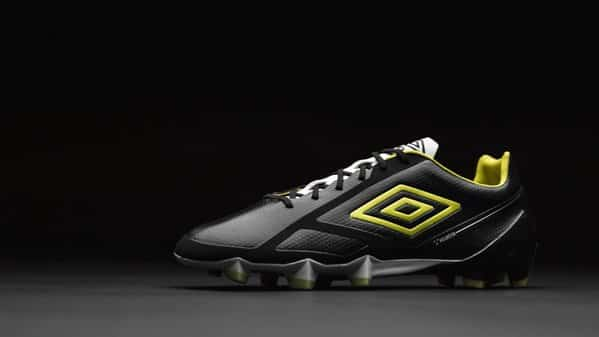 http://www.footpack.fr/wp-content/uploads/2016/01/chaussure-football-umbro-velocita-2-2.jpg