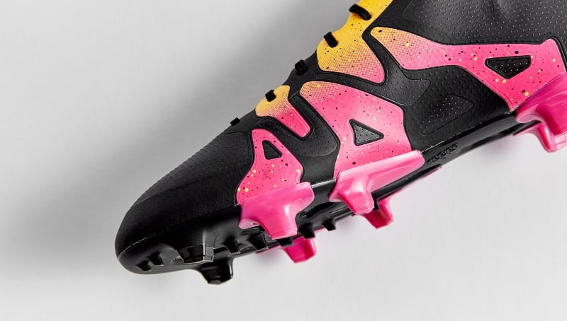 chaussure-football-adidas-x-black-pink-gold-3