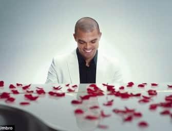 Pepe déclare son amour à la Speciali pour la Saint-Valentin