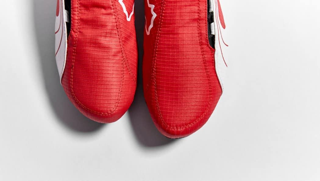 http://www.footpack.fr/wp-content/uploads/2016/02/chaussure-football-puma-v106-rouge-noir-edition-limitee-3-1050x595.jpg