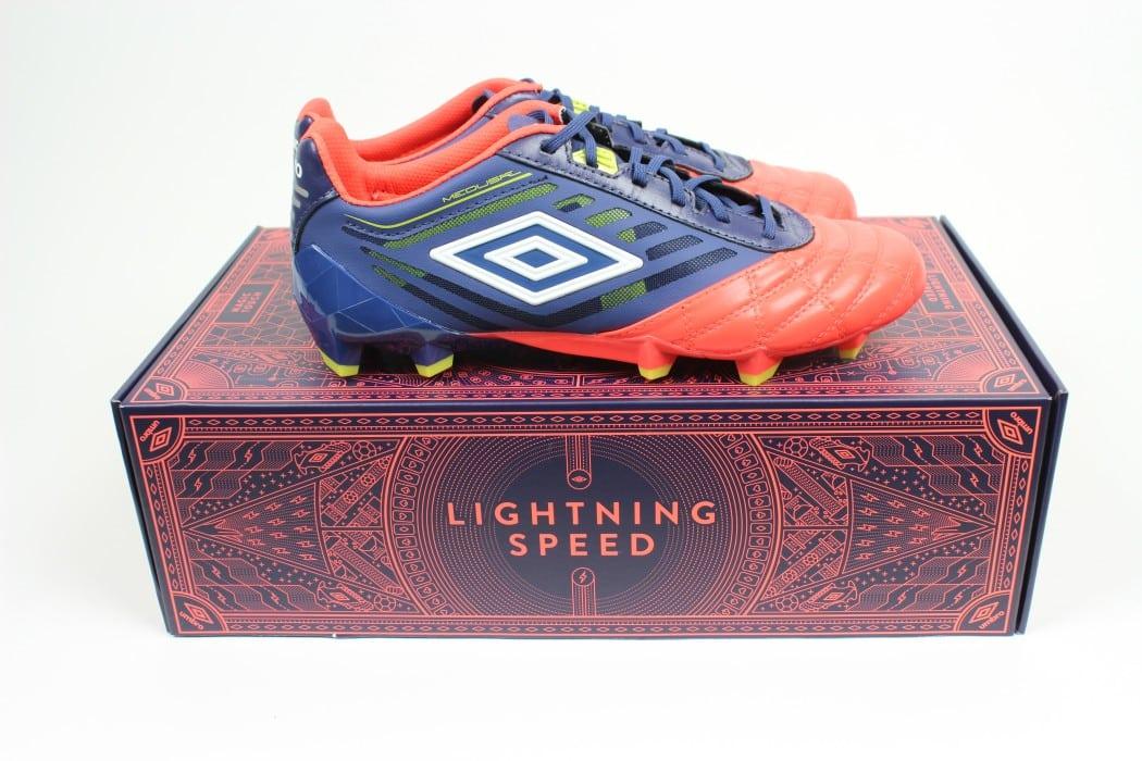 http://www.footpack.fr/wp-content/uploads/2016/02/chaussure-football-umbro-medusae-2016-8-min-1050x700.jpg