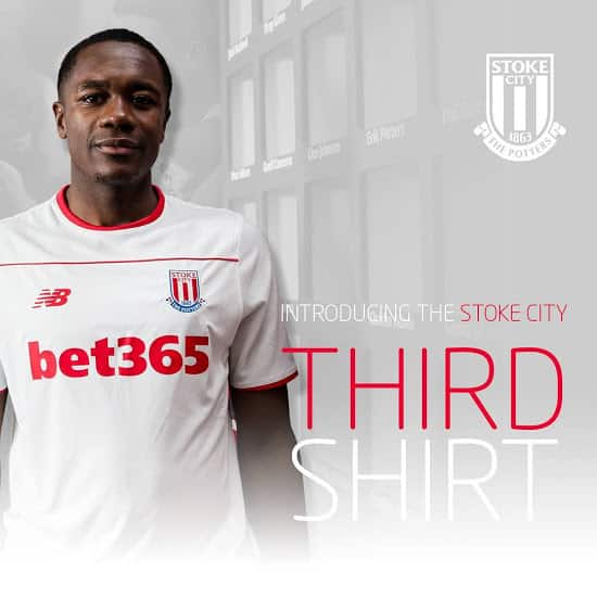 A l'occasion du match contre Bournemouth en Premier League, Stoke City et New Balance viennent de dévoiler un maillot third qui sera collector.