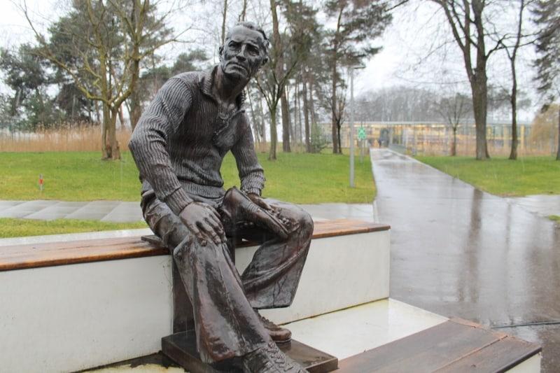 statue-adi-dassler-fondateur-adidas