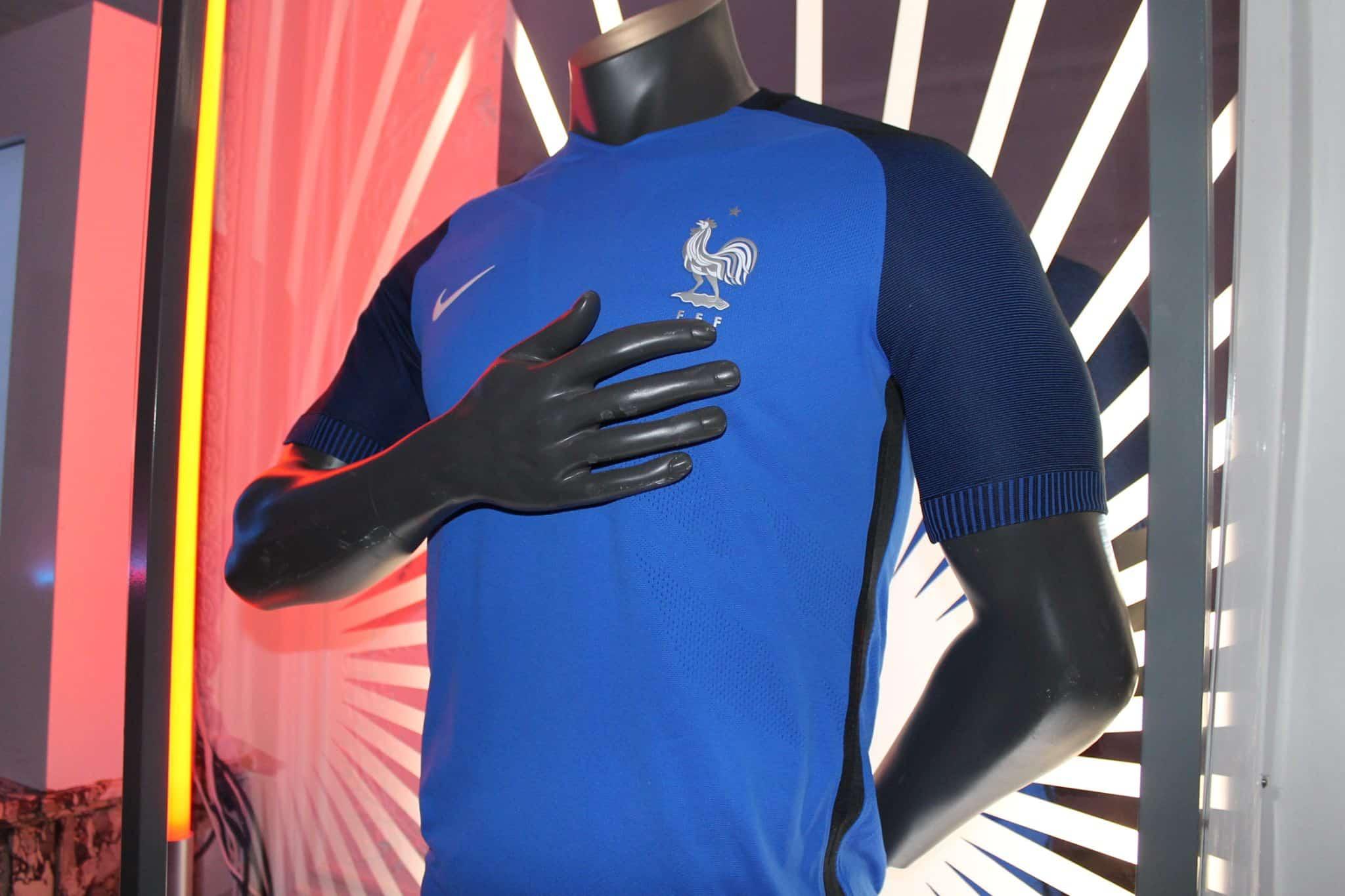 Tous les maillots nike de l 39 quipe de france for Nouveau maillot exterieur equipe de france