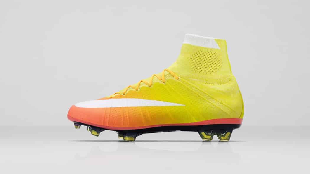 http://www.footpack.fr/wp-content/uploads/2016/03/chaussure-foot-nike-2016-femme-pack-radiant-mercurial-1050x591.jpg