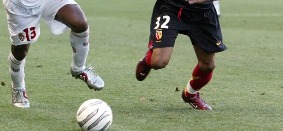 chaussure-football-Assou-ekotto-Nike-air-zoom-T90-III-rouge-2004