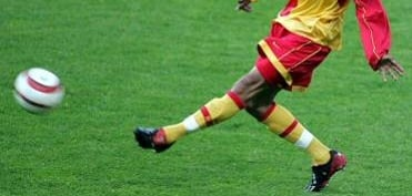 chaussure-football-Assou-ekotto-adidas-Predator-Mania-2005