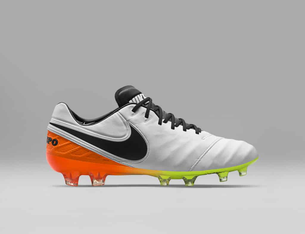 chaussure-football-nike-tiempo-6-pack-white-reveal