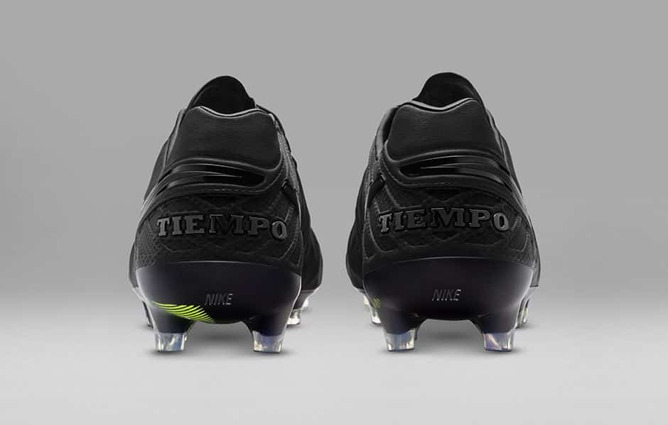 http://www.footpack.fr/wp-content/uploads/2016/03/chaussure-football-nike-tiempo-legend-6-academy-black-pack-2.jpg