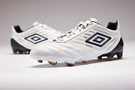 http://www.footpack.fr/wp-content/uploads/2016/03/chaussure-football-umbro-medusae-blanc-1.jpg
