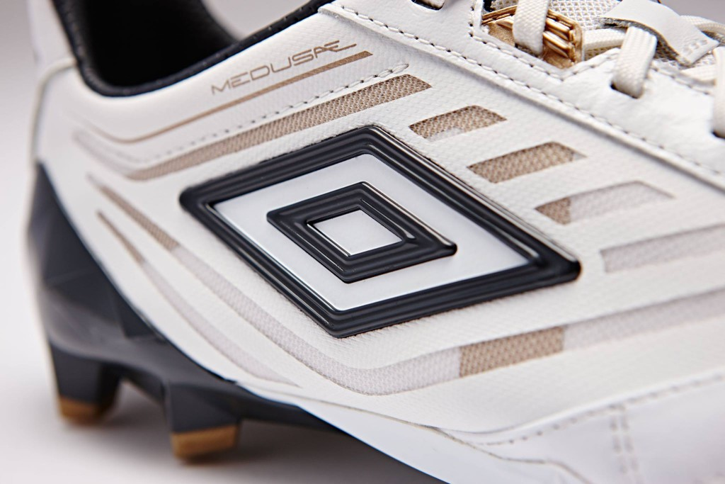 chaussure-football-umbro-medusae-blanc-2