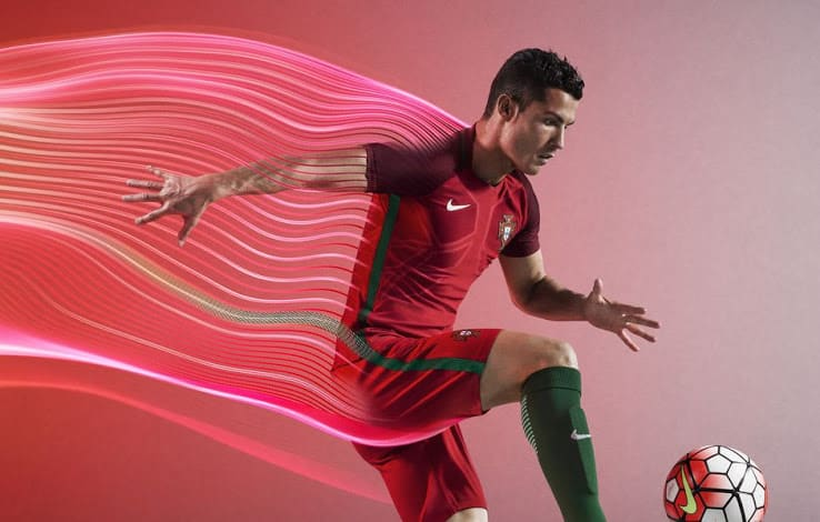 http://www.footpack.fr/wp-content/uploads/2016/03/maillot-domicile-portugal-euro-2016-nike.jpg