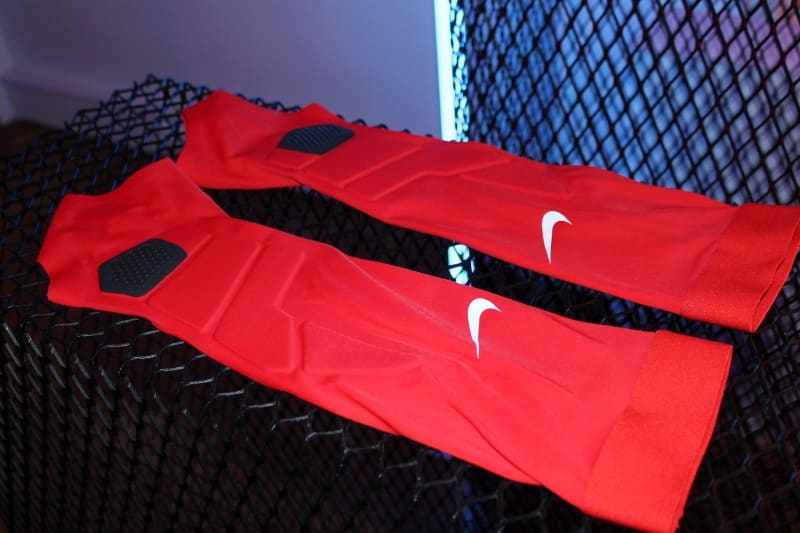 manchons-football-Nike-hyperstrong-match-sleeves-1