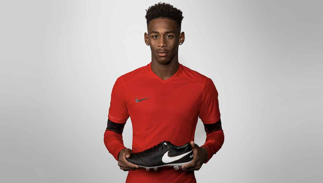 http://www.footpack.fr/wp-content/uploads/2016/03/sous-maillot-foot-nike-flash-elite-pack-6-1050x595.jpg