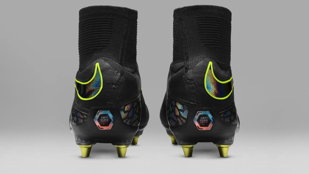 technologie-nike-anti-clog-chaussure-foot-hypervenom-3
