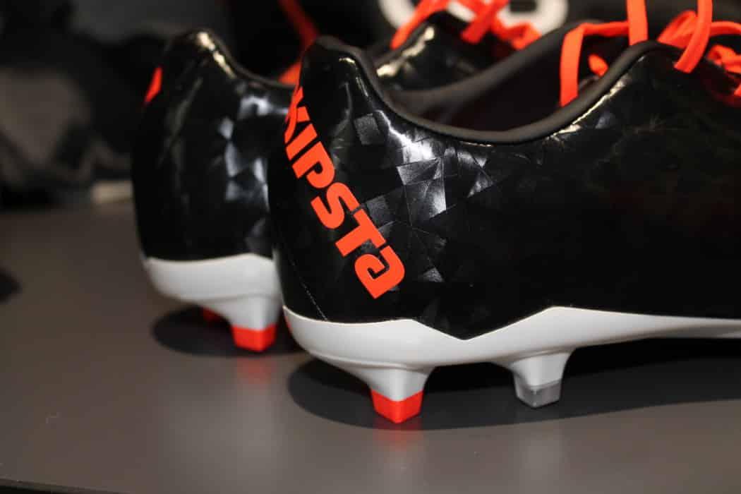 http://www.footpack.fr/wp-content/uploads/2016/04/chaussure-football-Kipsta-CLR-700-V2-2-1050x700.jpg