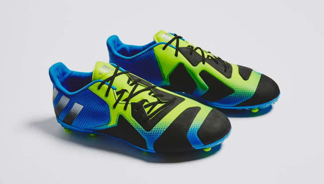 http://www.footpack.fr/wp-content/uploads/2016/04/chaussure-football-adidas-ace-16-tkrz-shock-blue-6-1050x595.jpg