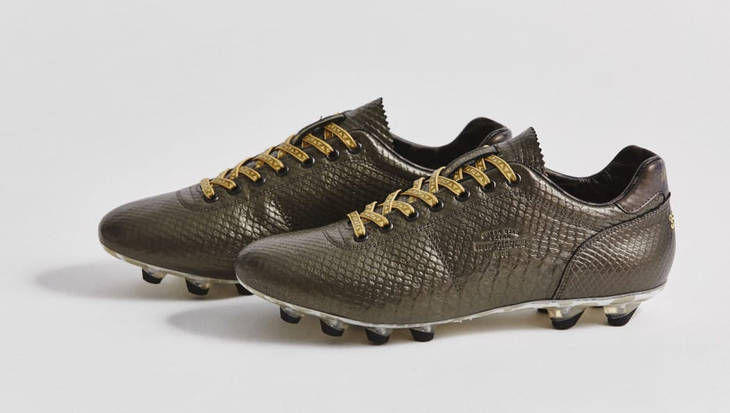 http://www.footpack.fr/wp-content/uploads/2016/04/chaussures-football-pantofola-doro-python-8-1050x595.jpg