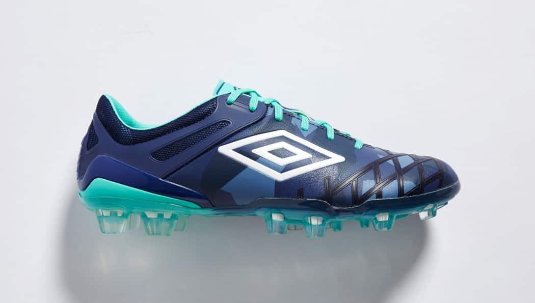 http://www.footpack.fr/wp-content/uploads/2016/04/chaussures-football-umbro-ux-2-marine-6-1050x595.jpg
