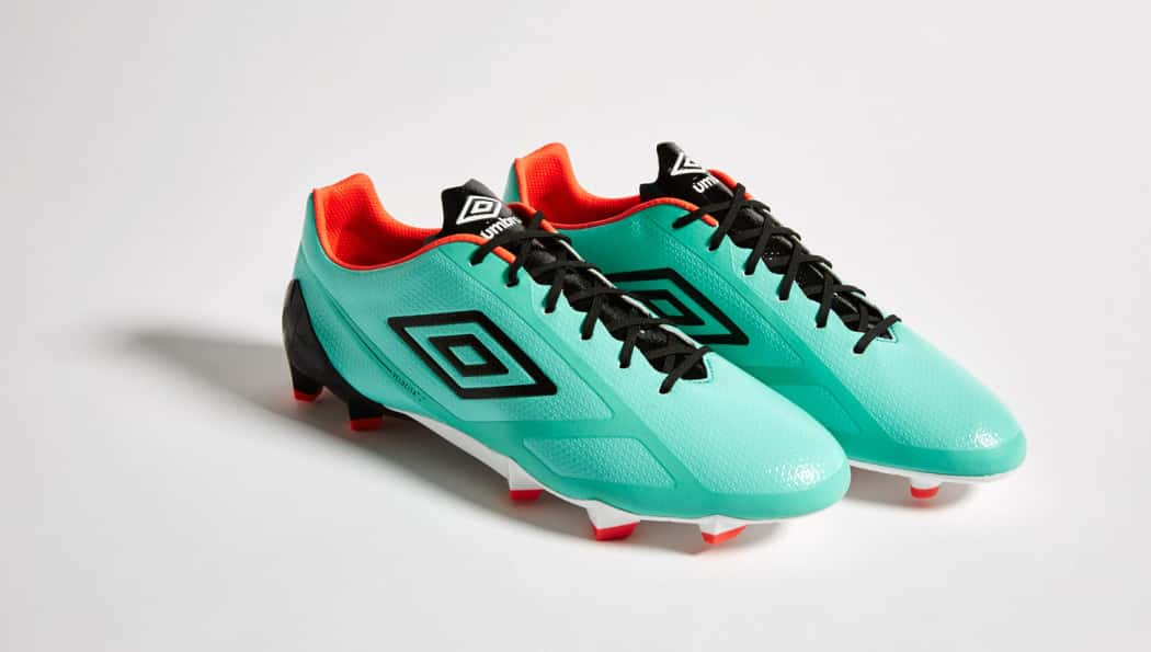 http://www.footpack.fr/wp-content/uploads/2016/04/chaussures-football-umbro-velocita-2-fiery-coral-marine-1-1050x595.jpg