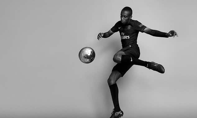 http://www.footpack.fr/wp-content/uploads/2016/05/matuidi-psg-dark-light-equipe-type.jpg