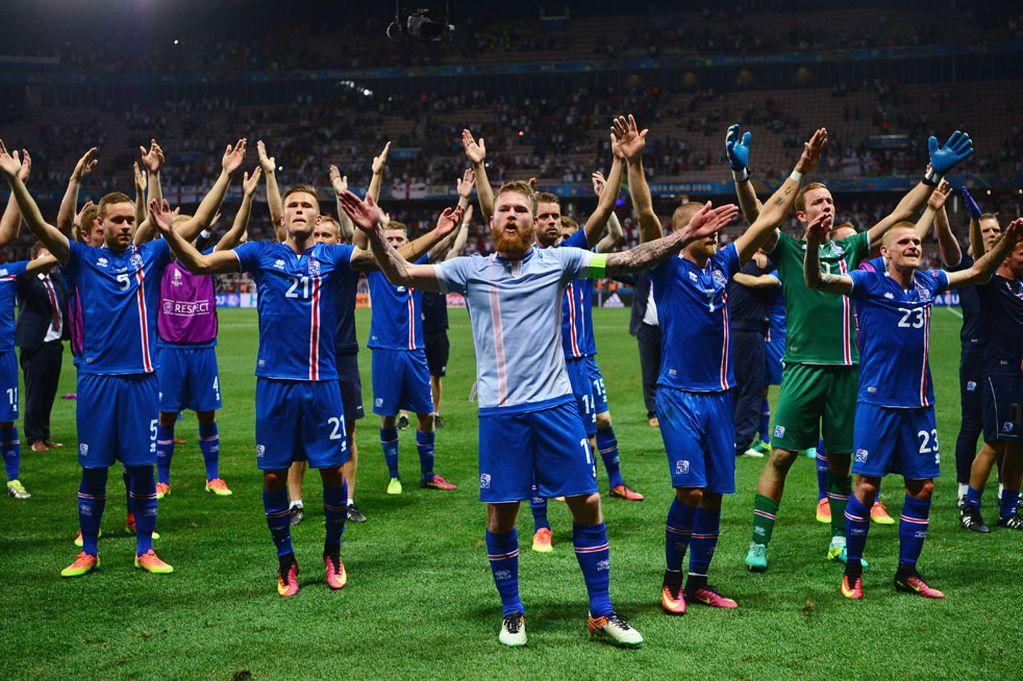 http://www.footpack.fr/wp-content/uploads/2016/06/Islande-maillot-Errea.jpg