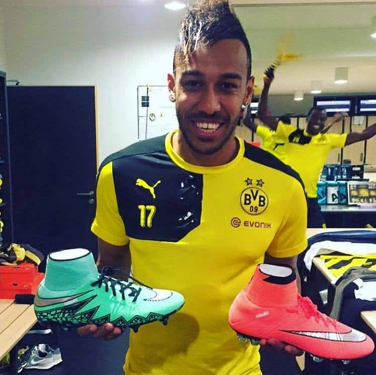chaussure-football-aubameyang-dortmund-nike-mercurial-superfly-hypervenom-phantom