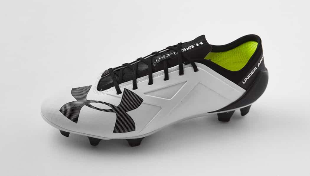 http://www.footpack.fr/wp-content/uploads/2016/06/chaussure-football-ua-spotlight-noir-blanc-1-1050x595.jpg