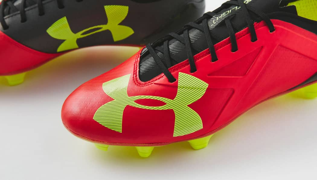 http://www.footpack.fr/wp-content/uploads/2016/06/chaussure-football-under-armour-spotlight-rouge-1-1050x595.jpg