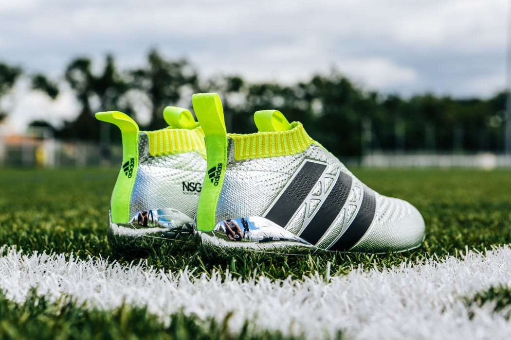 http://www.footpack.fr/wp-content/uploads/2016/06/shooting-chaussure-football-adidas-ACE16-PureCrontrol-Mercury-Pack-Euro-2016-Fracas-2-min-1050x700.jpg