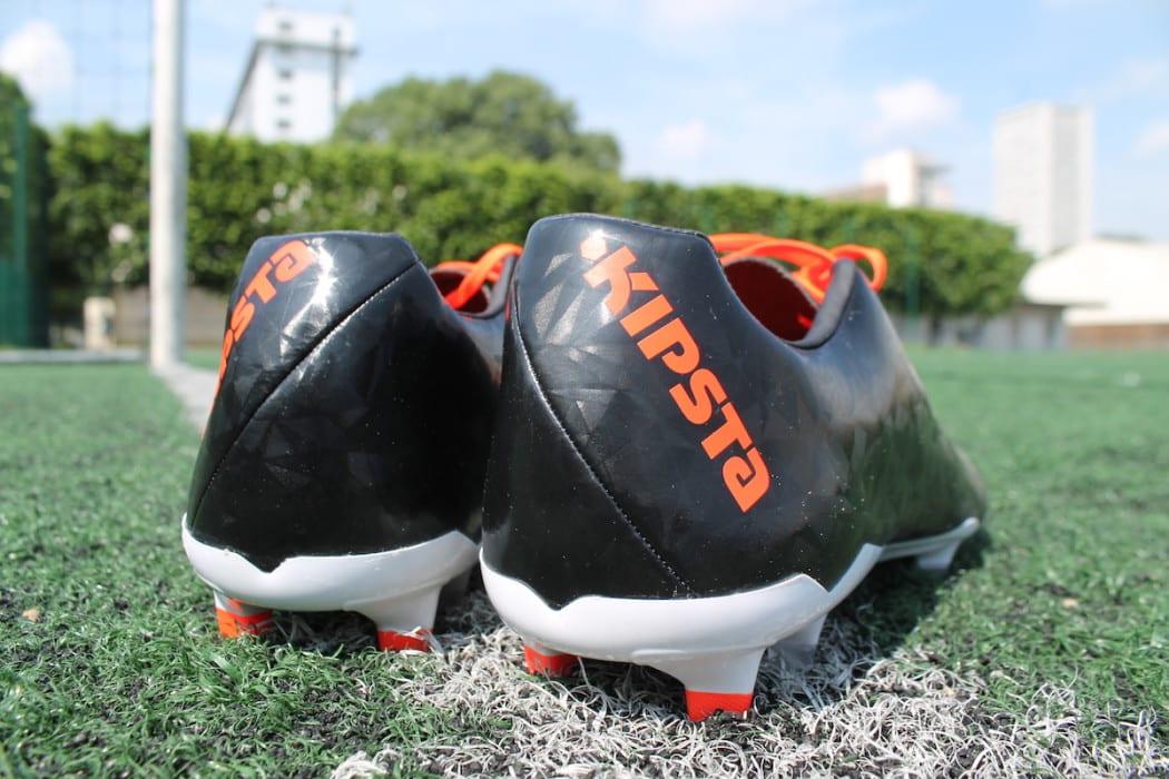 http://www.footpack.fr/wp-content/uploads/2016/07/chaussures-football-Kipsta-CLR700-V2-5-1050x700.jpg