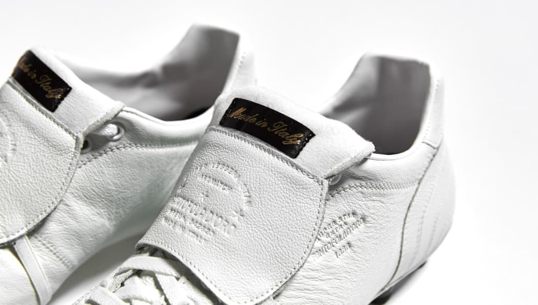 http://www.footpack.fr/wp-content/uploads/2016/07/chaussures-football-Pantofola-d-Oro-Lazzarini-Tongue-Whiteout-5-1050x595.jpg