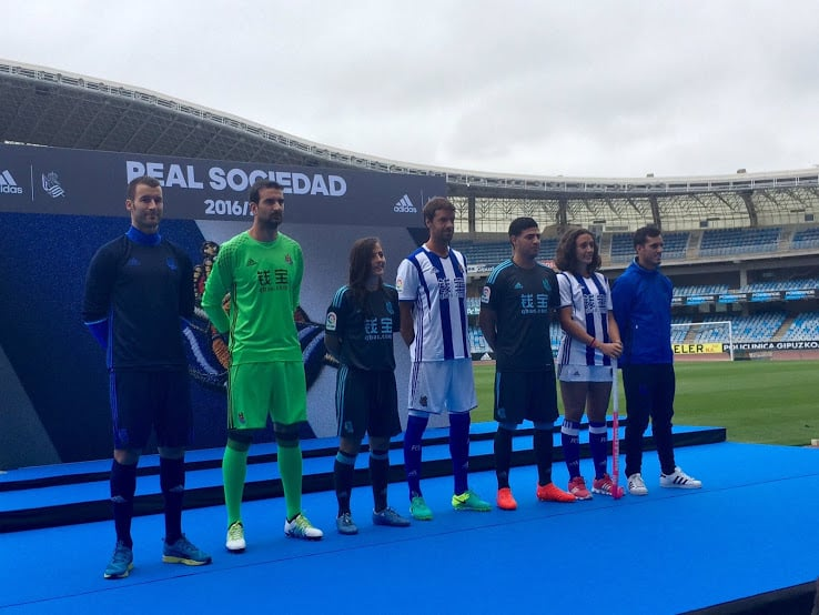 http://www.footpack.fr/wp-content/uploads/2016/07/maillot-real-sociedad-2016-2017.jpg