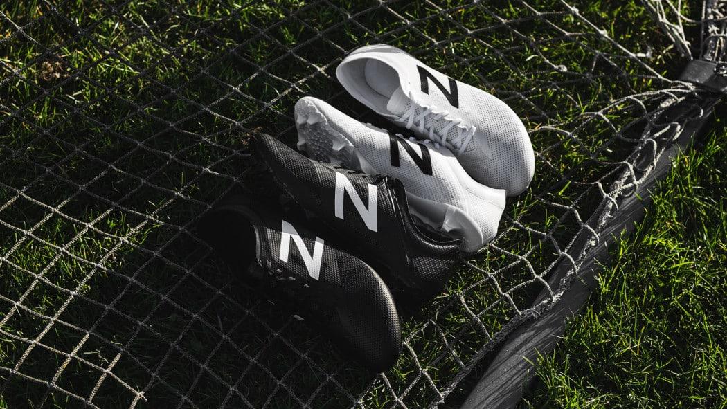 http://www.footpack.fr/wp-content/uploads/2016/08/chaussure-football-new-balance-furon-blanc-noir-2016-1050x591.jpg