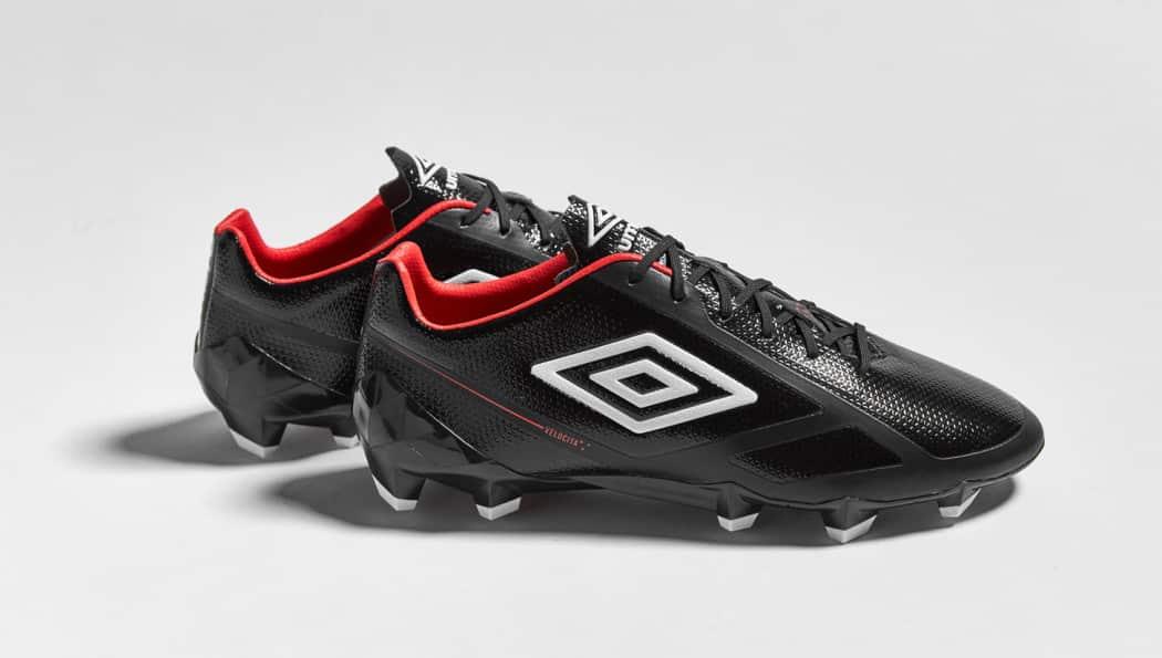 http://www.footpack.fr/wp-content/uploads/2016/08/chaussures-football-umbro-velocita-2-noir-grenadine-4-1050x595.jpg