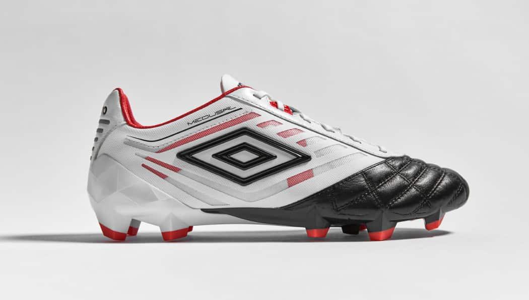 http://www.footpack.fr/wp-content/uploads/2016/08/chaussures-football-umbro-velocita-noir-blanc-grenadine-3-1050x595.jpg