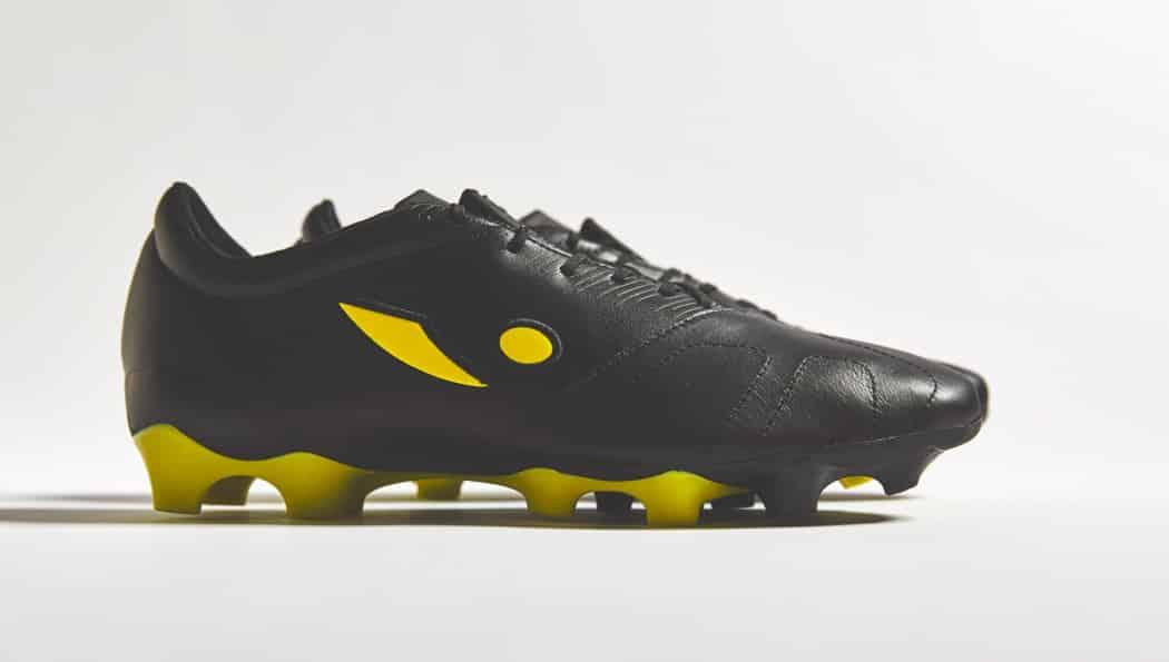 http://www.footpack.fr/wp-content/uploads/2016/09/chaussures-football-Concave-Quantum-jaune-noir-img2-1050x595.jpg