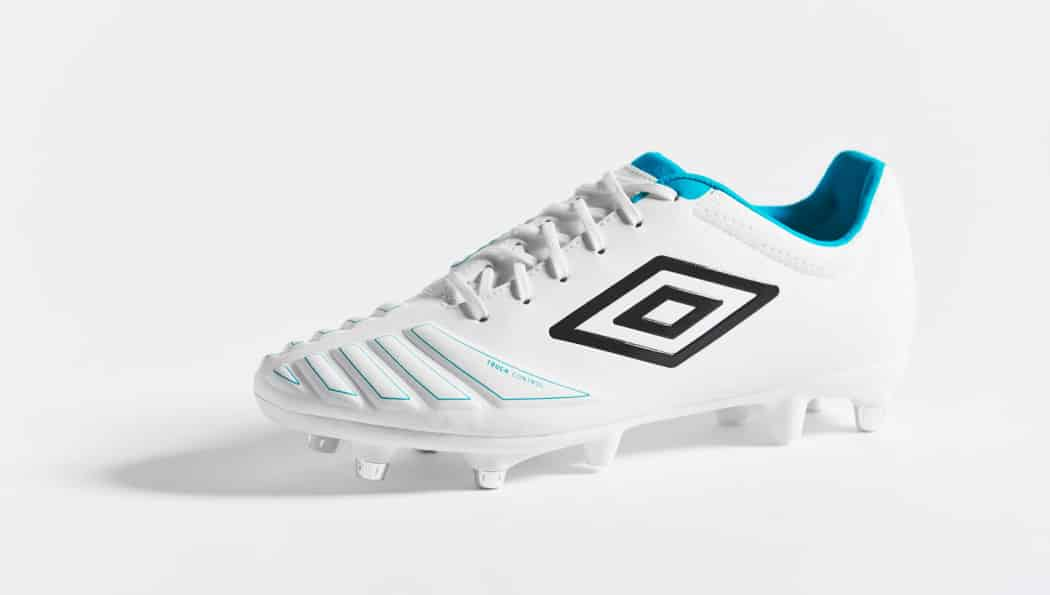 http://www.footpack.fr/wp-content/uploads/2016/09/chaussures-football-umbro-accuro-white-blue-img2-1050x595.jpg