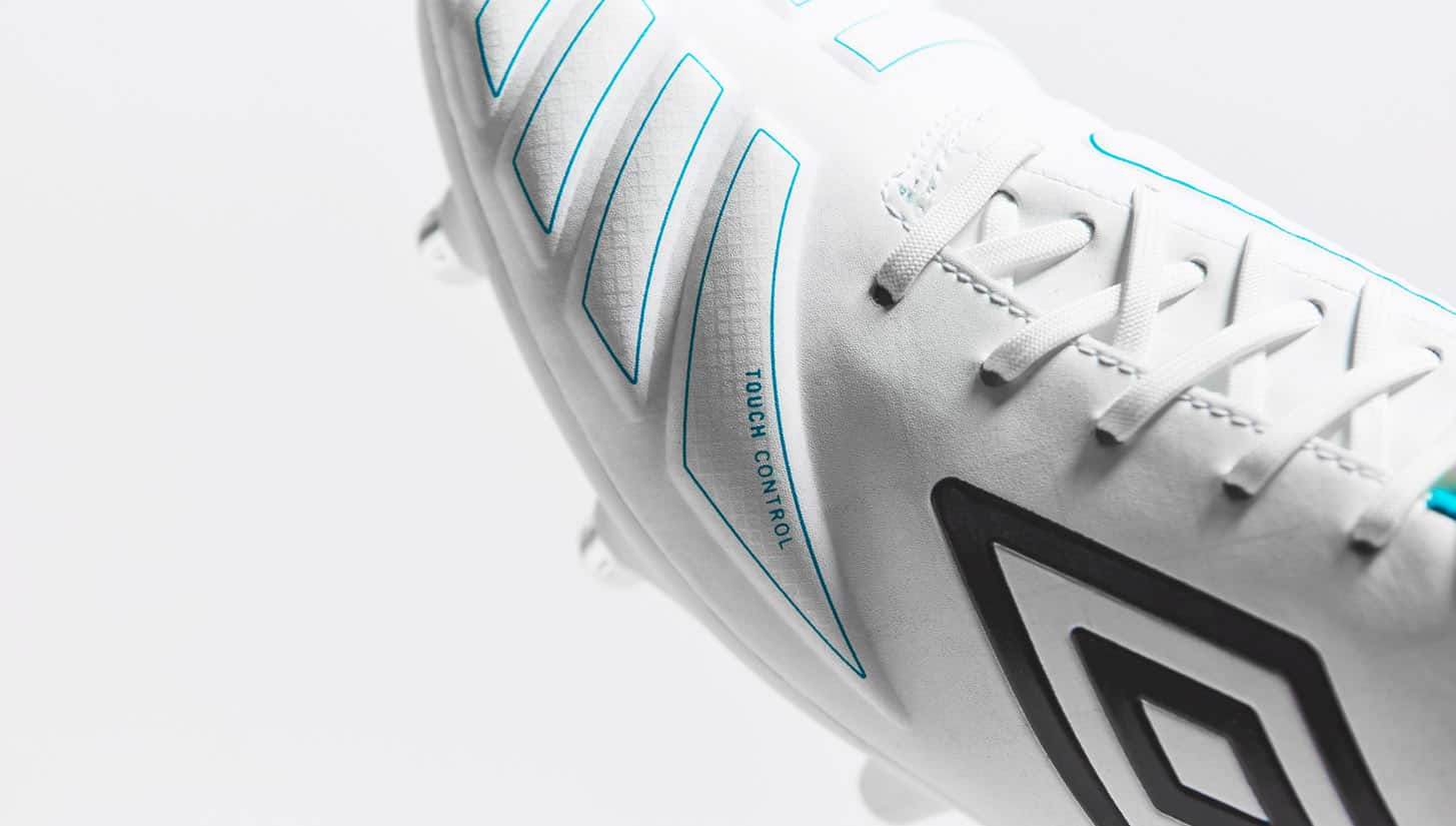 chaussures-football-umbro-accuro-white-blue-img5