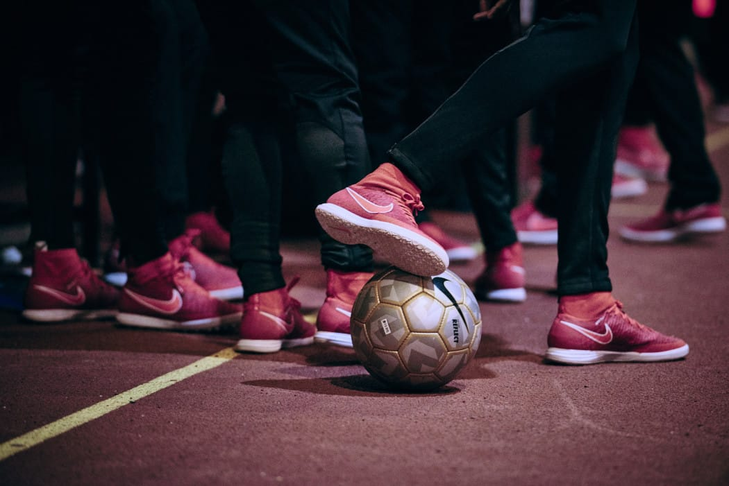 http://www.footpack.fr/wp-content/uploads/2016/09/chaussures-futsal-Nike-magistaX-red-1050x701.jpg