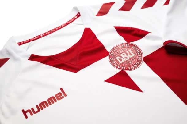 maillot-danemark-exterieur-2016-hummel-logo
