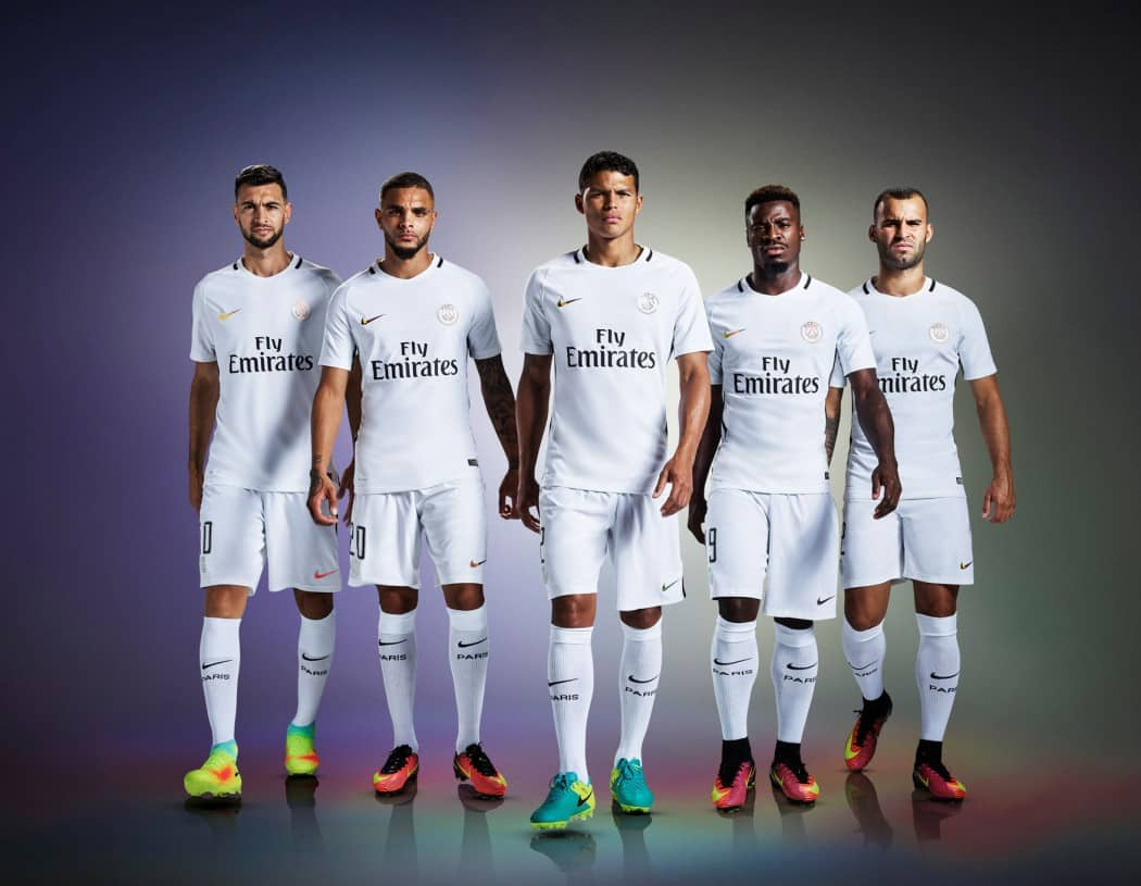 http://www.footpack.fr/wp-content/uploads/2016/09/maillot-third-paris-saint-germain-2016-2017-nike1-1050x815.jpeg