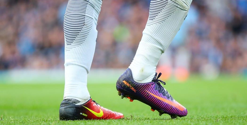 http://www.footpack.fr/wp-content/uploads/2016/10/KELECHI-IHEANACHO-chaussures-de-foot-differentes-nike-mercurial-vapor-1050x534.jpg