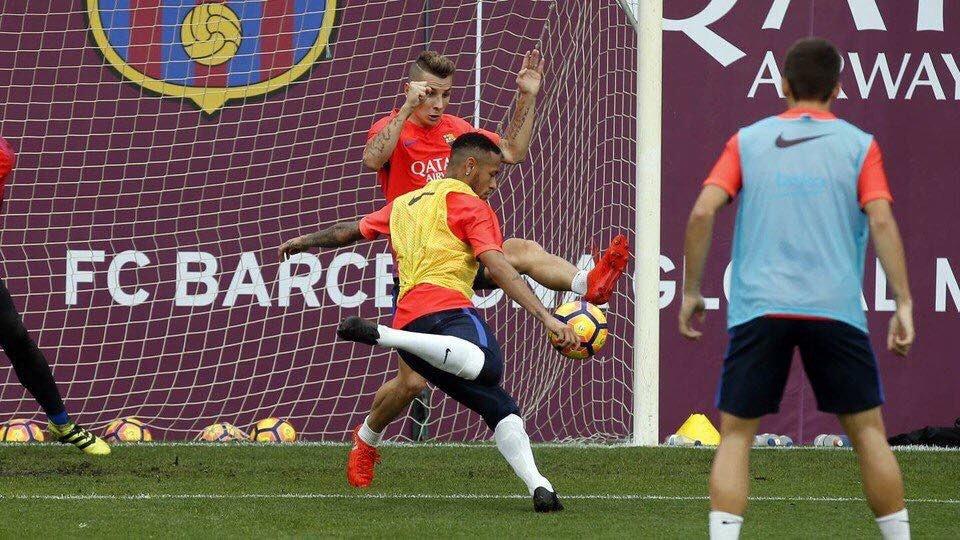 http://www.footpack.fr/wp-content/uploads/2016/10/Neymar-Nike-Barcelone-FC-blackout-2016.jpeg