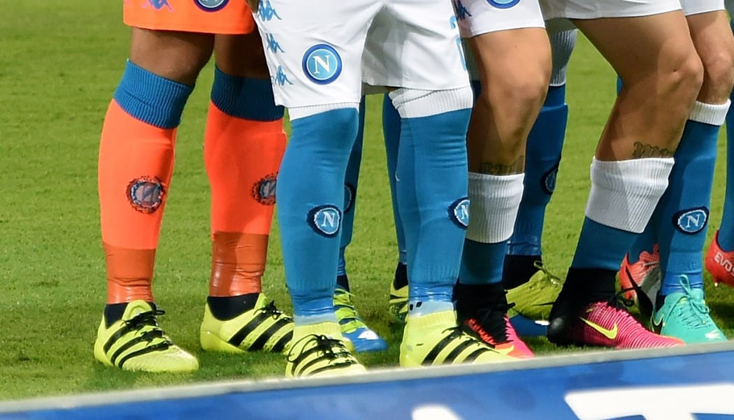 http://www.footpack.fr/wp-content/uploads/2016/10/Zoom-Reina-Napoli-Kappa-chaussettes-socks-reina-callejon-1050x601.jpg