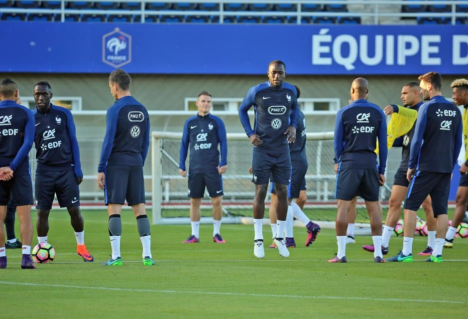 http://www.footpack.fr/wp-content/uploads/2016/10/chaussure-foot-23-equipe-de-france.jpg