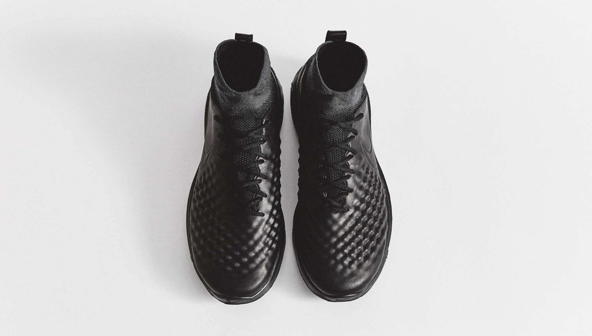 chaussures-football-nike-lunar-magista-2-blackout-img3