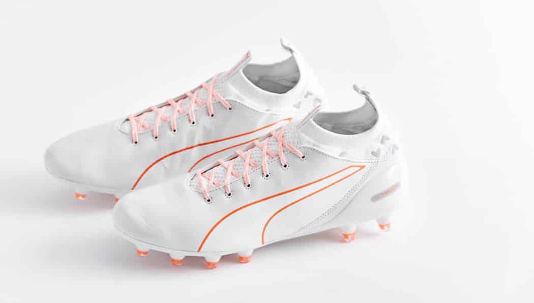 http://www.footpack.fr/wp-content/uploads/2016/10/chaussures-football-Puma-evoTouch-blanc-orange-4-1050x595.jpg