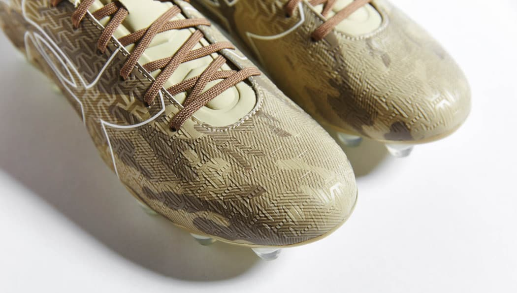 http://www.footpack.fr/wp-content/uploads/2016/10/chaussures-football-Under-Armour-clutchfit-camo-img7-1050x595.jpg